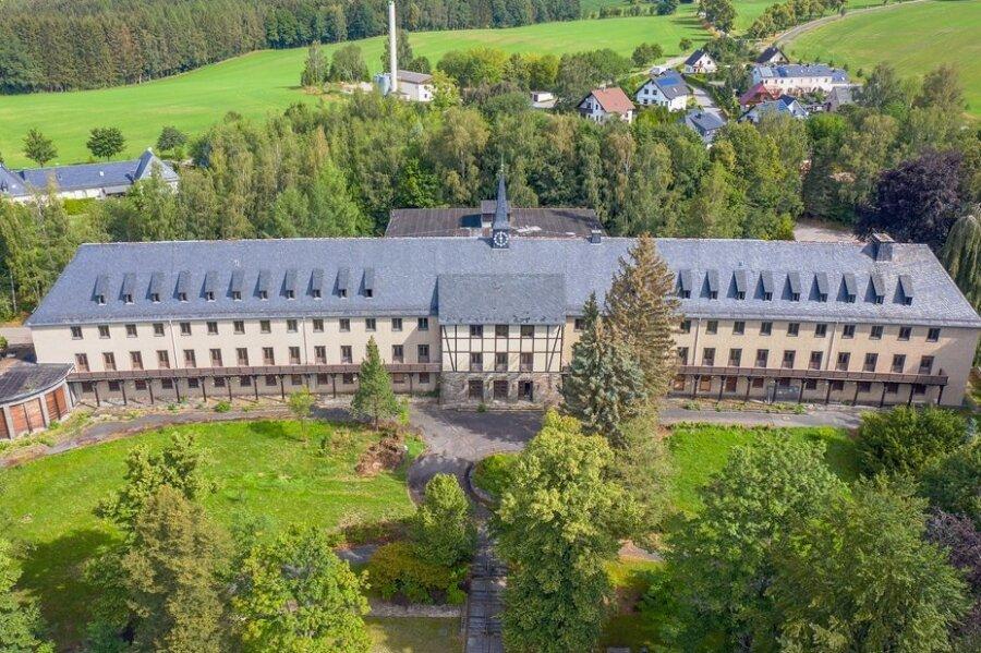 Das Pawlow-Haus in Warmbad soll zu einem Vier-Sterne-Hotel umgebaut werden. Links im Bild: der Pavillon.