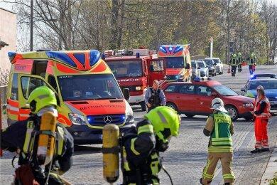Nach der Brandstiftung im April 2020 gab es einen Großeinsatz von Feuerwehr, Rettungsdienst und Polizei am Bahnhof.