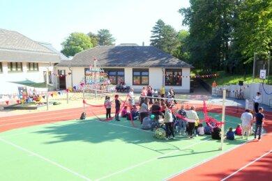 Die Sonnenbergschule in Werdau erhielt einen neuen Sport- und Spielplatz. Zum Schuljahresstart war alles fertig.
