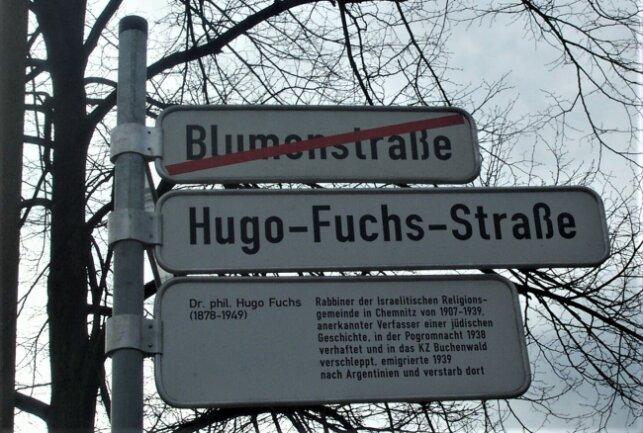 Das Straßenschild der Hugo-Fuchs-Straße - aufgenommen im Jahr 2002 kurz nach der Umbenennung der Straße.