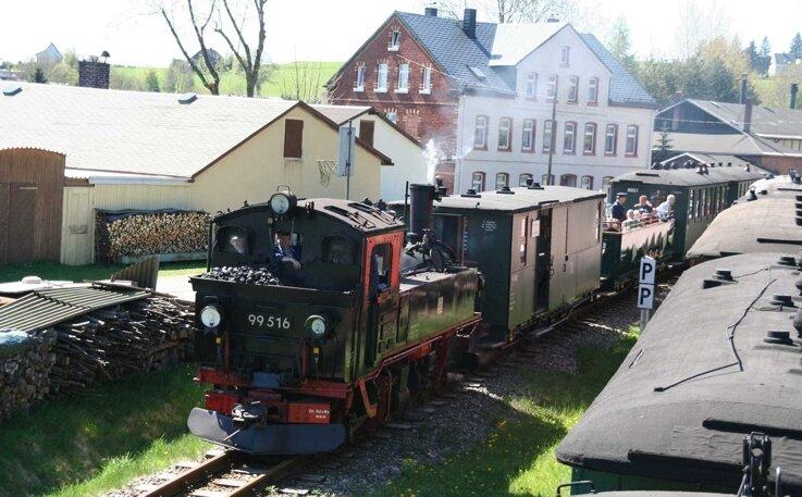 """<p class=""""artikelinhalt"""">Zu Füßen des erzgebirgisch-vogtländischen Kuhbergs schnauft die Museumsbahn Schönheide entlang. Am Montagabend wurde die Arbeit der Bahner mit dem Claus-Köpcke-Preis gewürdigt. </p>"""