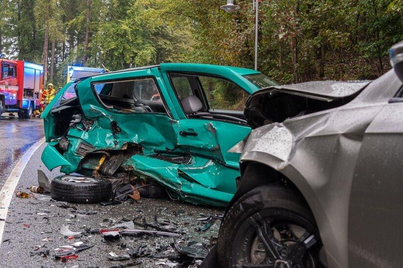 Autofahrer schwer verletzt