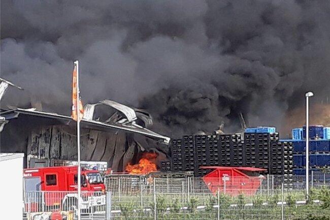 Die Flammen ließen die Halle in sich zusammenbrechen.