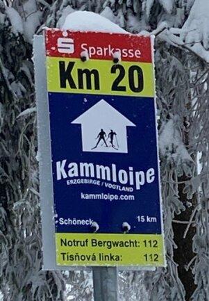 Neue Schilder an Kammloipe bei Mühlleithen.