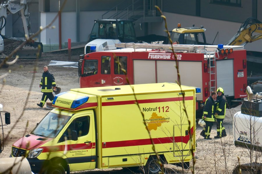 Unfall auf Gelände von Porsche Werkzeugbau: Bauarbeiter stürzt in Schacht
