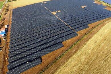 Mit dem Solarpark Dittersbach der Firma Sabowind hat Frankenberg ein Stück Energiewende vollzogen und spart im Vergleich zu herkömmlichem Strom rund 5000 Tonnen CO2 pro Jahr ein. Auf 7,5 Hektar Ackerfläche wird hier die Versorgung von circa 2200 Haushalten gesichert.