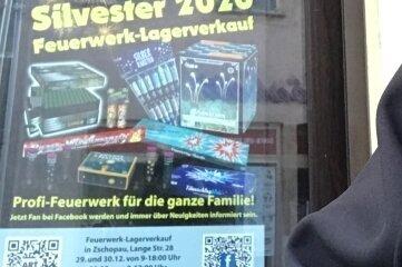 Mit diesem Plakat warb die Firma für den Lagerverkauf in Zschopau. Am Dienstag wurde die Werbung wieder entfernt.