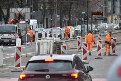 Die Baustelle wurde am Freitag gegen 16 Uhr an der Bahnhofstraße eingerichtet.