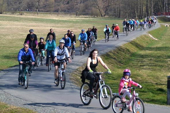 Unterwegs auf verbotener Strecke: Radfahrer vergangenen Sonntag auf dem Elstertalradweg bei Adorf im Vogtland.