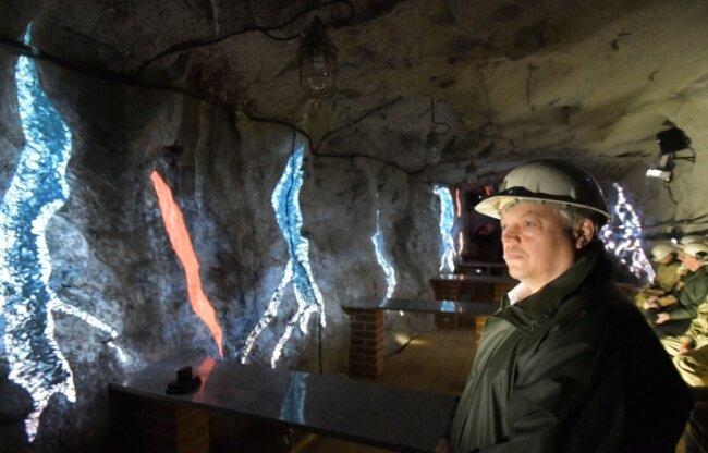 Jens Kugler genießt in der Silberkammer der Reichen Zeche in Freiberg die Kühle.