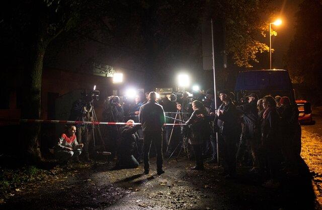 LKA-Sprecher Tom Bernhardt informiert Medienvertreter über den Stand der Dinge.