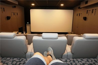 """Der Zwickauer Filmpalast """"Astoria"""" am Poetenweg öffnet am 1. Juli wieder seine Saaltüren. Foto: Ralph Köhler"""