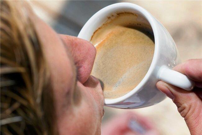 Morgens nur eine Tasse Kaffee? Das bedeutet Gefahr für das Gewicht!Foto: Friso Gentsch/dpa