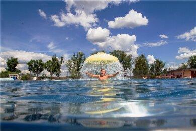 Das Freibad im Plauener Stadtteil Preißelpöhl öffnet am Mittwoch. Im Vorjahr gehörte Pascal Männel dort zu den ersten Besuchern.