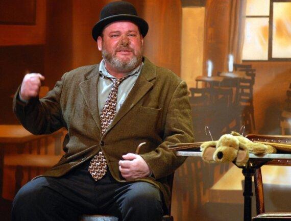 """<p class=""""artikelinhalt"""">TV-Star Walter Plathe zieht es regelmäßig auf die Bühne. Am Wochenende gastierte der Schauspieler als braver Soldat Schwejk im Frankenberger Kulturforum. </p>"""