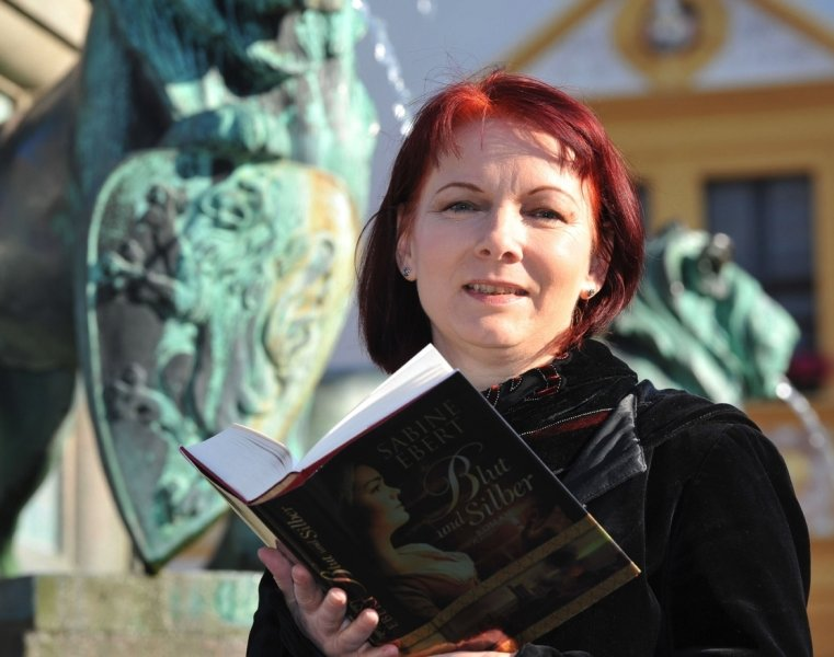 """<p class=""""artikelinhalt"""">""""Blut und Silber"""" heißt der neue Historienroman der Freiberger Schriftstellerin Sabine Ebert, der am 30. Oktober seine offizielle Buchpremiere in der Freiberger Nikolaikirche feiert. </p>"""