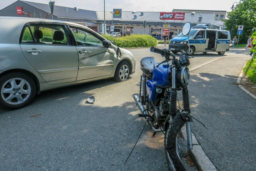 17-jähriger Simson-Fahrer schwer verletzt