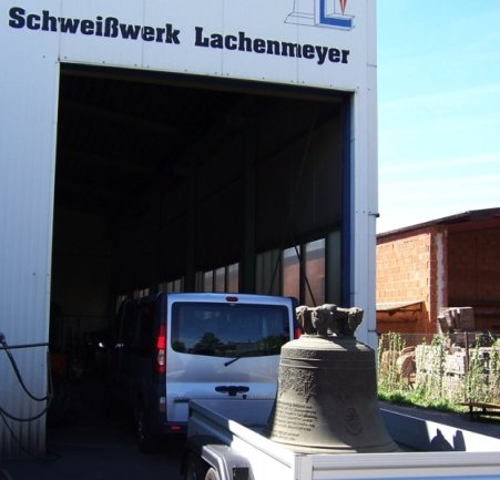 """<p class=""""artikelinhalt"""">Die große Reise der alten Bronzeglocke von St. Georgen ist noch nicht beendet. Derzeit wird sie im Glockenschweißwerk in Nördlingen restauriert.</p><p class=""""artikelinhalt"""" />"""