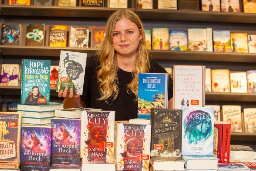 Julia Domschke nimmt die Herausforderung an. Sie managt die Buchhandlung im Herzen Plauens - und zeigt ihre Lieblingsbücher.