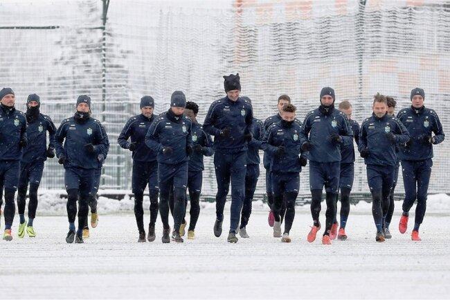 Seit Wochen trainieren die Profis des Chemnitzer FC nur drei mal pro Woche. Die Spieler wurden in Kurzarbeit geschickt, weil der Spielbetrieb in der Regionalliga ruht. Wann es wieder losgeht, ist ungewiss.