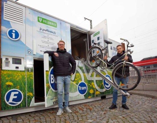 So sieht die Fahrrad-Garage aus (am Bahnhof Coswig).