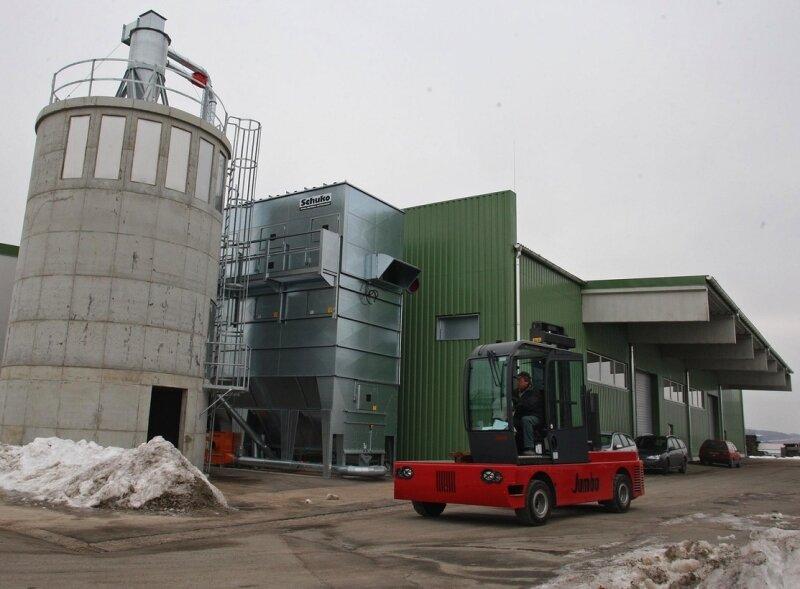 """Das Holzkontor im Gewerbegebiet """"Am Sachsenring"""" ist nach einem Großbrand wieder errichtet worden. Zurzeit laufen die Vorbereitungen auf die Produktion, die im April aufgenommen werden soll."""
