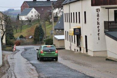 Die Hauptstraße in Leubsdorf ist voraussichtlich bis 1. März 2021 wieder befahrbar. Dann werden die Bauarbeiten zum grundhaften Ausbau des letzten Abschnitts wieder aufgenommen.
