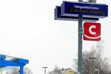 Kaum Fahrgäste standen an der ÖPNV-Schnittstelle für Bus und Citybahn in Hainichen.