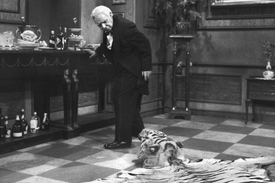 Freddie Frinton als Diener James im beliebten TV-Sketch «Dinner for One oder der 90. Geburtstag».