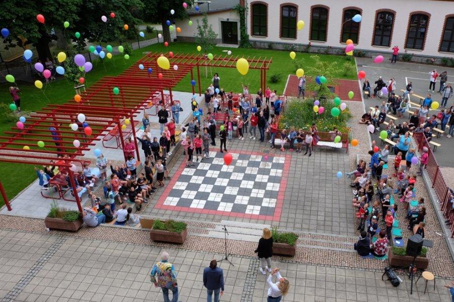 Luftballons für neuen Schulhof