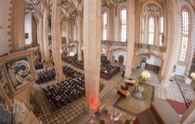 Eine Region nimmt Abschied: Trauergottesdienst für Maria und Jürgen Förster in der Sankt Annenkirche.