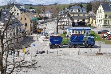 Die derzeit neue Verkehrsführung in Burkhardtsdorf wegen des Abrisses vom Haus Markt 13.