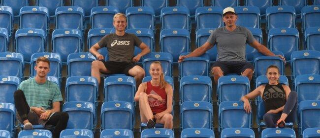 Die schnellste Trainingsgruppe Deutschlands: Die Trainer Christopher Montague und Jörg Möckel (oben von links) betreuen in Chemnitz Marvin Schlegel (Deutscher Meister über 400 Meter), Corinna Schwab (Deutsche Meisterin über 400 Meter) und Rebekka Haase (Deutsche Vizemeisterin über 100 Meter und Vierte über 200 Meter/von links).