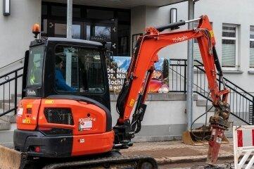 Wegen eines Rohrbruchs haben Mitarbeiter des ZWA Hainichen am Freitag auf der Leipziger Straße, direkt vor dem Rochlitzer Bürgerhaus, eine Baustelle eingerichtet und Bauarbeiten durchgeführt.