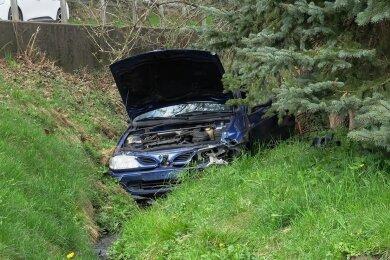 Bei dem Unfall in Grünau wurde der Fahrer dieses Wagens leicht verletzt.