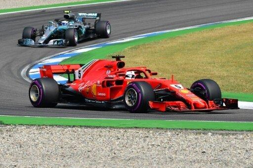 Sebastian Vettel bleibt auch nach dem Start vorne