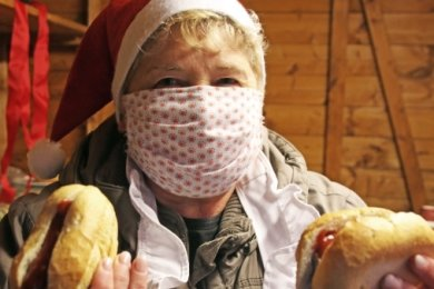 Heike Lorenz vom Kinder- und Jugend-Freizeitzentrum Jufz verkaufte Bratwürste.