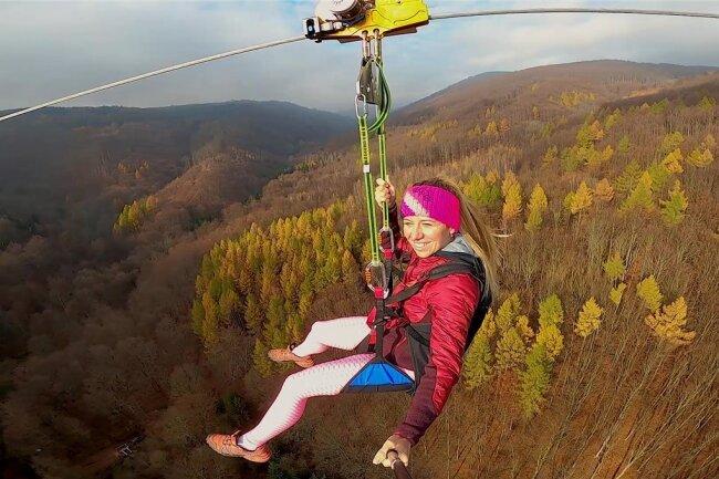 Spektakuläre Fahrt bis zu 150 Meter über dem Erzgebirge: Die Zipline hat erste Tests bestanden.