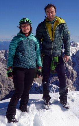 """Extreme Bedingungen sind Jörg Lehmann und seine Lebensgefährtin Christine Lickert gewöhnt. Als sie im Herbst von Graz nach Rom radelten, wurde """"mal schnell"""" dieser Berg in den Alpen bestiegen."""