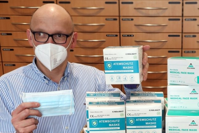 Auch der Reinsdorfer Apotheker Bert Naumann hat die vorgeschriebenen FFP2- und medizinische Masken auf Vorrat. Sie sollen voraussichtlich nächste Woche verpflichtend werden. Der Beschluss steht noch aus.