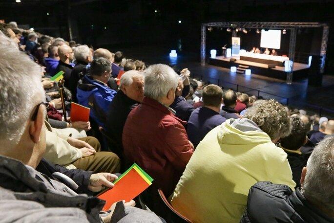 Auf der Mitgliederversammlung zeigte sich Vereinschef Hänel zuversichtlich, dass die Stadträte am Freitag der Zahlung von 1,26 Millionen Euro an den CFC zustimmen-