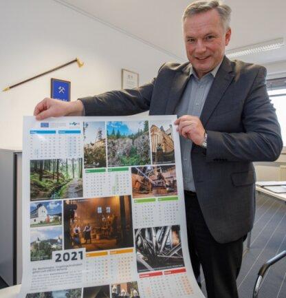 Der Geschäftsführer des Welterbevereins, Michael Riedel, präsentiert den Welterbe-Kalender 2021. Ausgangspunkt dafür war ein Fotowettbewerb.
