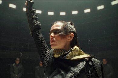 """Melika Foroutan überzeugt in der Rolle einer Crow-Anführerin in der Netflix-Pproduktion """"Tribes of Europa""""."""