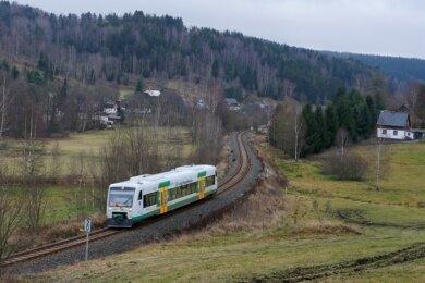 Aktuell verkehrt zwischen Zwotental und Klingenthal nur die Vogtlandbahn. Der Güterverkehr wurde im Dezember 1994 eingestellt.