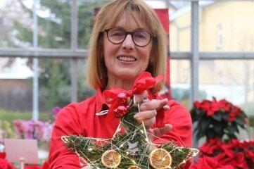 Am Dienstag zeigt Karin Weißbach von der Gärtnerei Lange perLivestream, wie der Adventsstern gebastelt wird.