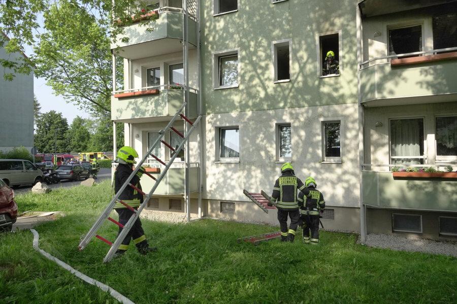 Mann springt bei Rettungsaktion von Balkon