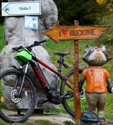 Hinweisschilder wie hier am Walderlebniszentrum Blockhausen weisen den Weg.