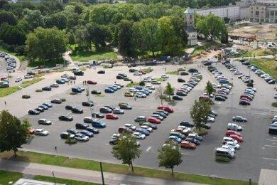 Blick auf den Parkplatz an der Johanniskirche: Die Stellflächen fallen ab kommendem Montag weg.