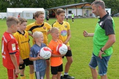 Trainer Ricardo Wendler (rechts) ist mit der Leistung seiner Nachwuchskicker sehr zufrieden.