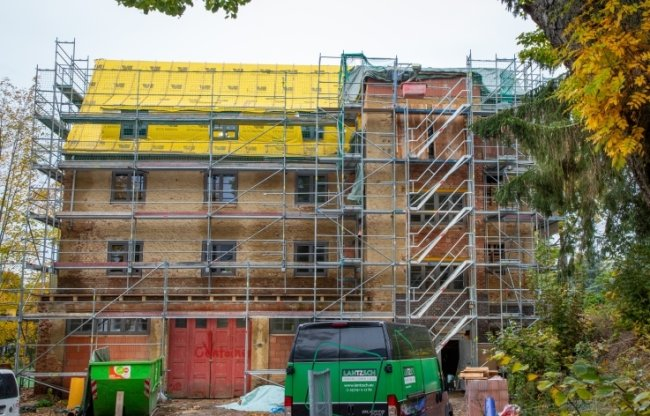 Die alte Feuerwache in Augustusburg wird zum Wohnhaus umgebaut. Alle sechs Wohnungen sind bereits vermietet.